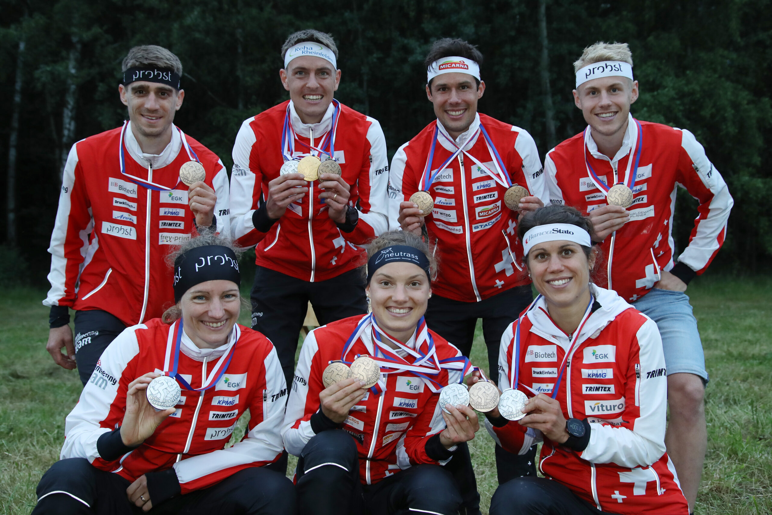 7 medals for the Swiss Orienteers at the World Championships 2021 in Czech Republic: Sabine Hauswirth, Simona Aebersold and Elena Roos (FLTR in front), Florian Howald, Matthias Kyburz, Martin Hubmann and Joey Hadorn (FLTR in the back)